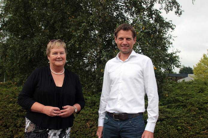 Margriet Drijver en Rienk van der Meulen, directeur-bestuurder ad interim van respectievelijk Beter Wonen Vechtdal en De Veste.