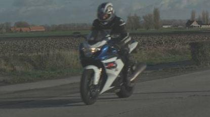 Depressieve motorrijder die tegen 201 kilometer per uur door zone 70 scheurde, heeft rijbewijs terug