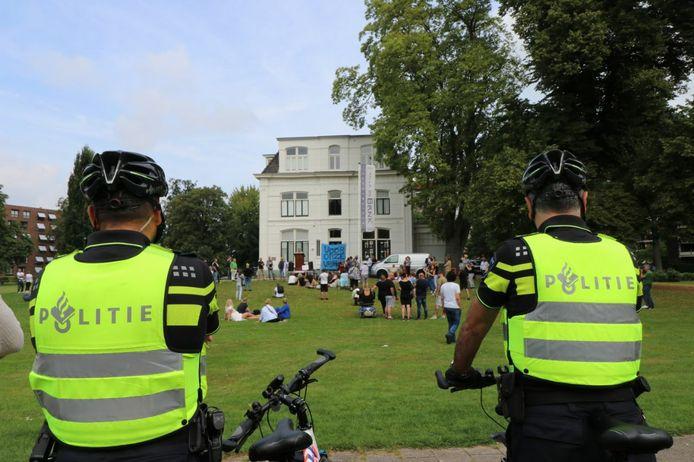 De politie kreeg soms applaus.