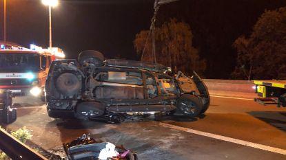 Bestuurder zware Chevrolet botst tegen brug op E313 en raakt gewond