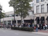 Straatbeeld: Enorme rij 013 krult via AMRO-bank richting Heuvel