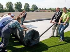 Twenterand geeft opdracht voor vervanging kunstgras: afscheid van ouderwetse rubberkorrels