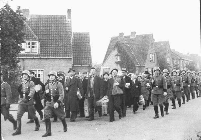 In deze stoet bevonden zich ruim zeshonderd mannen uit Putten.