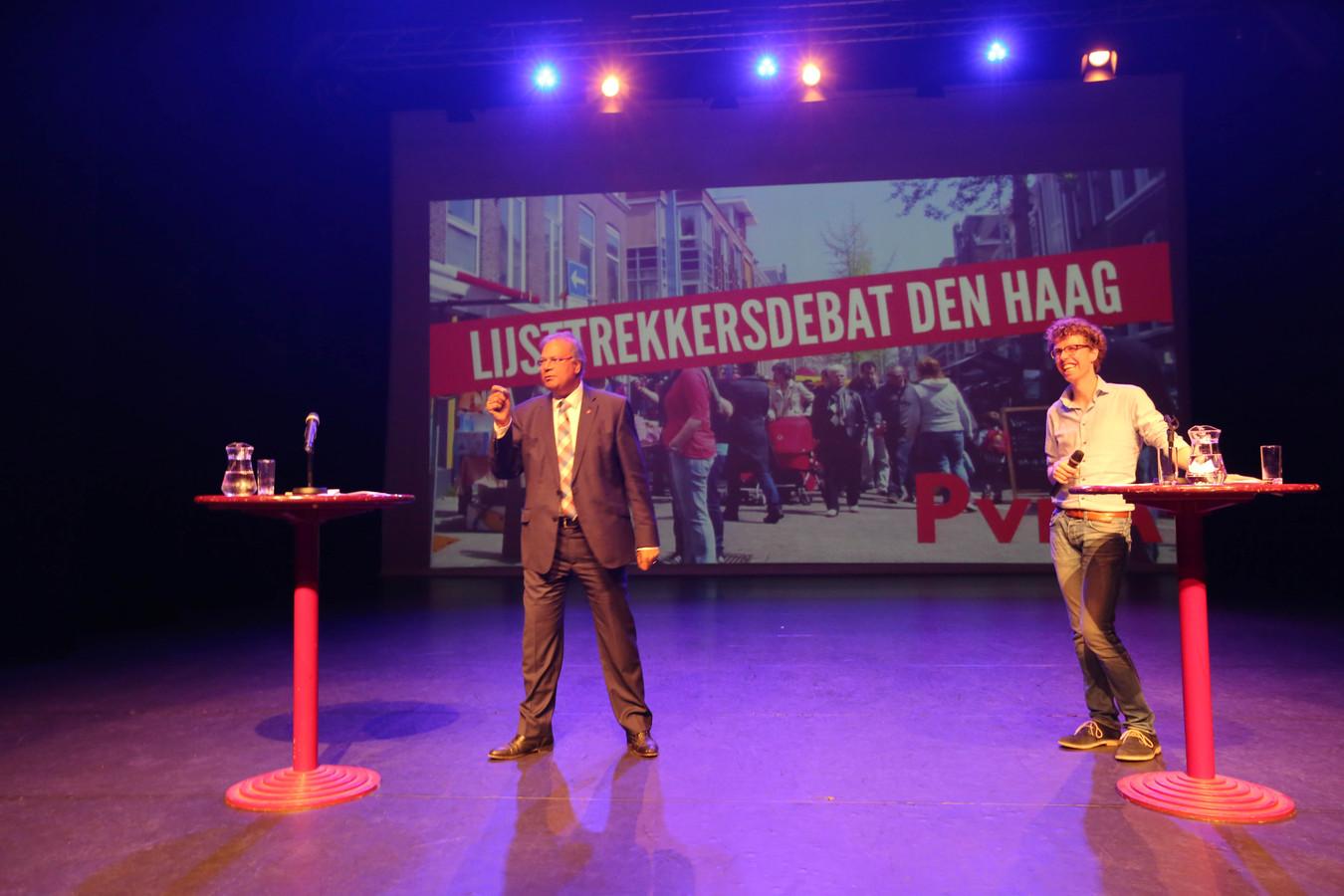 Wethouder Rabin Baldewsingh (links) en fractieleider Martijn Balster in debat om het PvdA-lijsttrekkerschap.