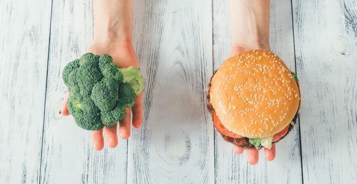 Een tijdlang gezond eten en daarna zwichten voor te zout, te vet en te zoet eten: jojo-en ligt voor veel mensen op de loer.