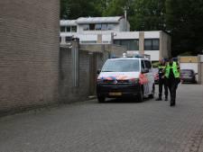 Politie schiet op verwarde man (27) met mes in Halsteren, slachtoffer overlijdt