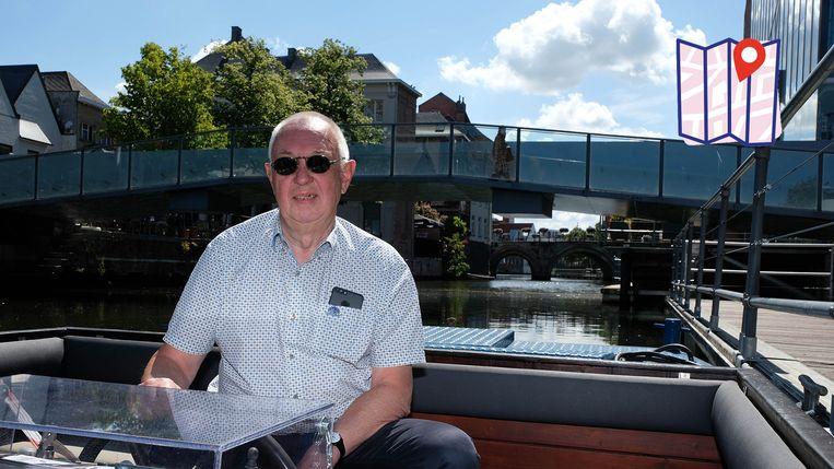 Walter Smits in 'zijn' boot op de Binnendijle ter hoogte van de aanlegstijger aan Lamot.