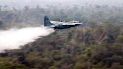 Vliegtuigen begonnen met blussen bosbranden Amazone