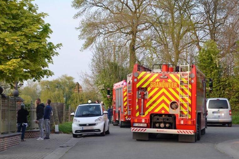 De brandweer kwam met verschillende wagens.