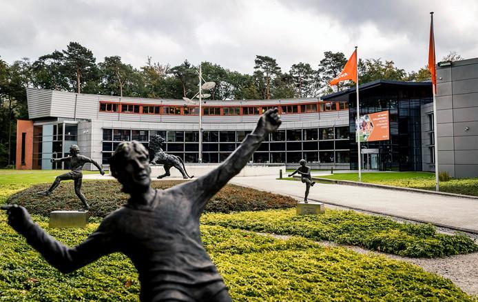 De beeldentuin in Zeist bij de KNVB.