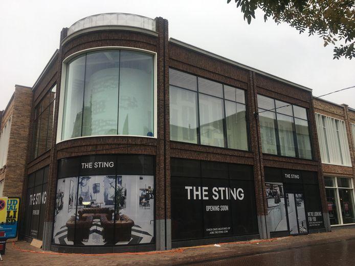 Niet Costes maar The Sting in het nieuwe pand op de hoek van de Beekstraat met de Hoofdstraat in Apeldoorn.