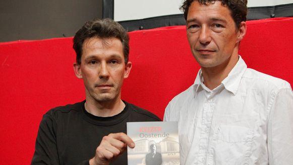Journalisten Luc Pauwels and Wim Van den Eynde poseren met hun boek 'De Keizer van Oostende' waarin Johan Vande Lanotte (sp.a-vicepremier) in opspraak wordt gebracht.