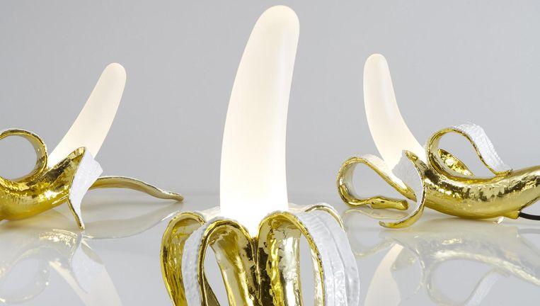 Grote kans dat liefhebbers van Studio Job deze bananenlampen al eens eerder hebben gezien. In 2015 werden ze voor het eerst tentoongesteld in de Samuel Vanhoegaerden-galerie in Knokke. Beeld