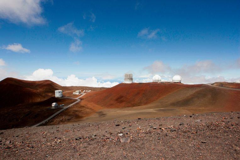 De bouwlocatie van de nieuwe reuzentelescoop nabij andere telescopen op de top van Mauna Kea, Hawaii.  Beeld AP
