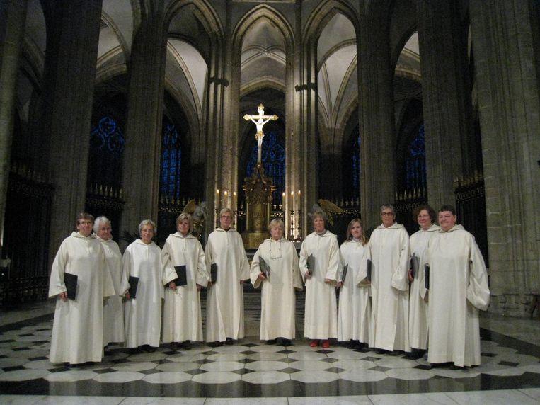 De leden van het gregoriaanse dameskoor Cum Jubilo uit Watou zijn klaar voor hun reis naar Rome en Assisi in Italië.