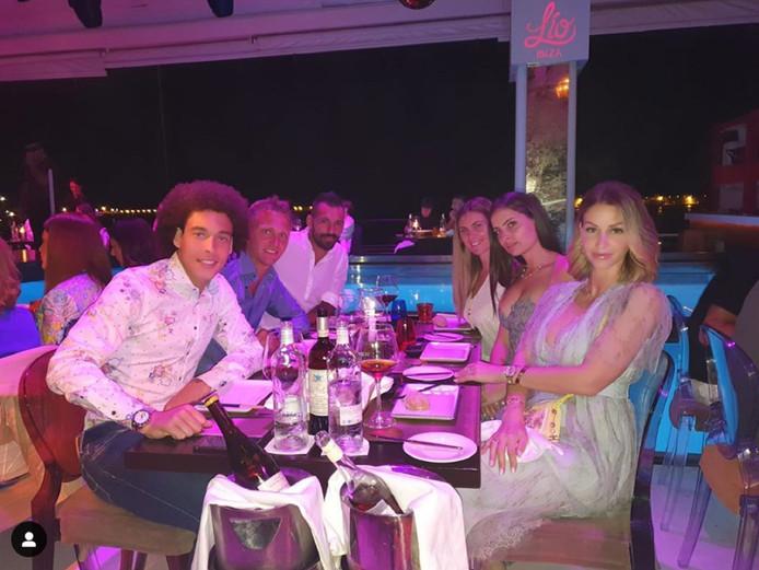Les retrouvailles d'Axel Witsel à Ibiza avec ses anciens coéquipiers du Zenit, Danny et Criscito.