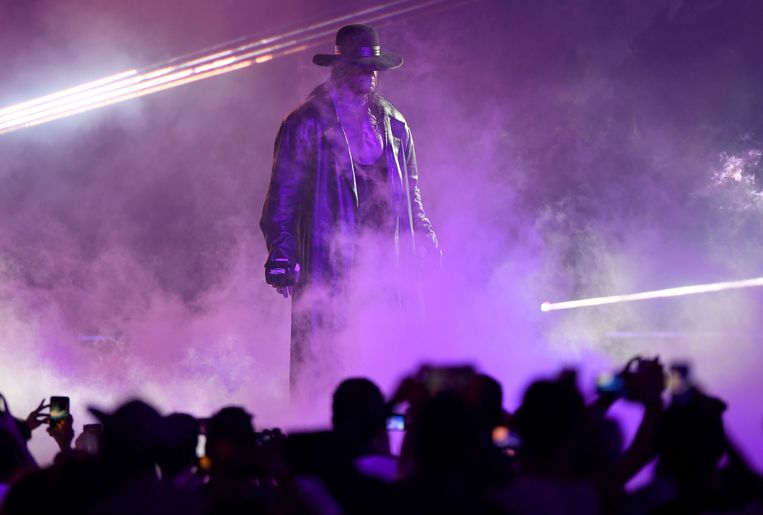 De klassieke intrede van The Undertaker in Saoedi-Arabië.