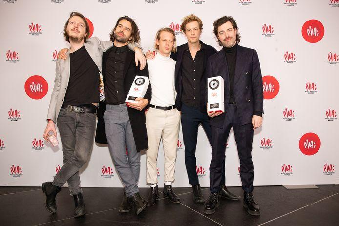 De band Balthazar kreeg dit jaar tijdens de uitreikingen van de Belgische MIA's (Music Industry Award ) twee onderscheidingen. De groep werd verkozen tot beste alternatieve act. Songschrijvers Maarten Devoldere en Jinte Deprez ontvingen een MIA in de categorie beste auteur/componist.
