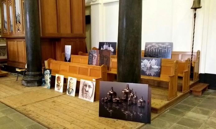 Inrichten van de Paterskerk voor 'Kunsten Onder 1 Dak' Foto Erik van Velzen