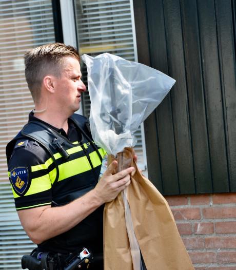 Vuurwapen gevonden bij woninginval in Breda, man (59) aangehouden