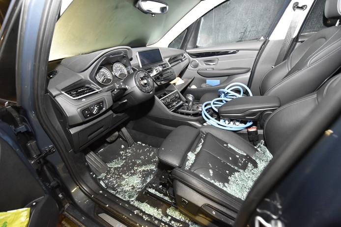 Foto ter illustratie:  Ook deze BMW werd door dieven opengebroken.