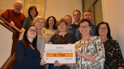 Werkgroep Vlaanderen Feest schenkt 750 euro aan Sociaal Huis