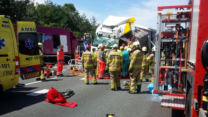 Flinke schade aan betrokken vrachtwagens op de A12 bij Arnhem.