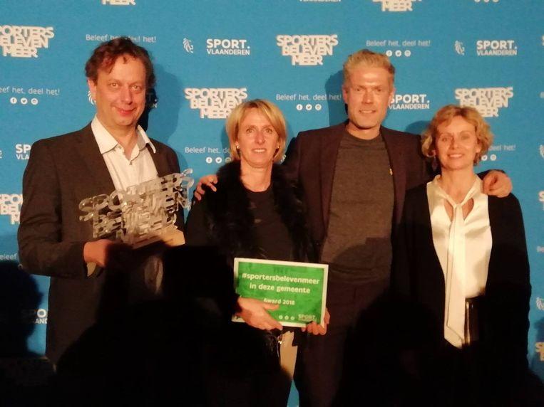 De sportdienst van Ichtegem wint de award 'Sporters beleven meer'.