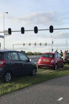 Vier auto botsen op elkaar voor verkeerslichten in Ede