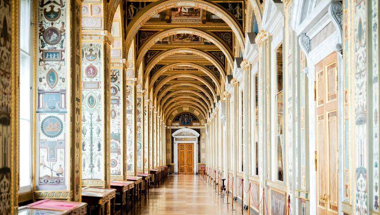 Interieur van de Hermitage tijdens een rondleiding langs de verzameling Hollandse Meesters in de Hermitage in Sint Petersburg. Beeld anp