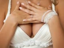 Lage decolletés zitten priester hoog: 'Betalen voor te blote trouwjurk in de kerk'