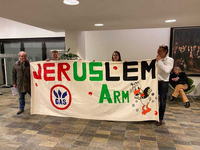 Wijkbewoners van Jerusalem ageren tegen de nieuwbouwplannen waardoor de huurprijzen fors tijgen.