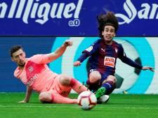 Barcelona sluit seizoen af met gelijkspel in Eibar: fouten Cillessen, goals Messi