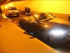 Koningstunnel dicht nadat auto tegen muur crasht