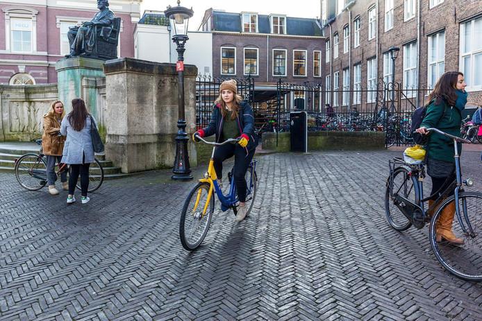 In Utrecht bijvoorbeeld is de geel-blauwe deelfiets van NS amper te krijgen.
