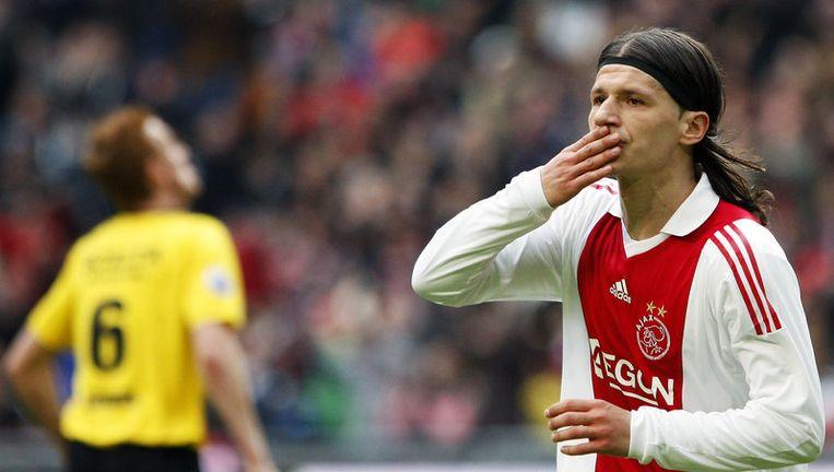 Marko Pantelic (R) van Ajax viert de 6-0 in de wedstrijd tegen VVV Venlo. Ajax won zondag met 7-0 van VVV-Venlo. Foto ANP Beeld