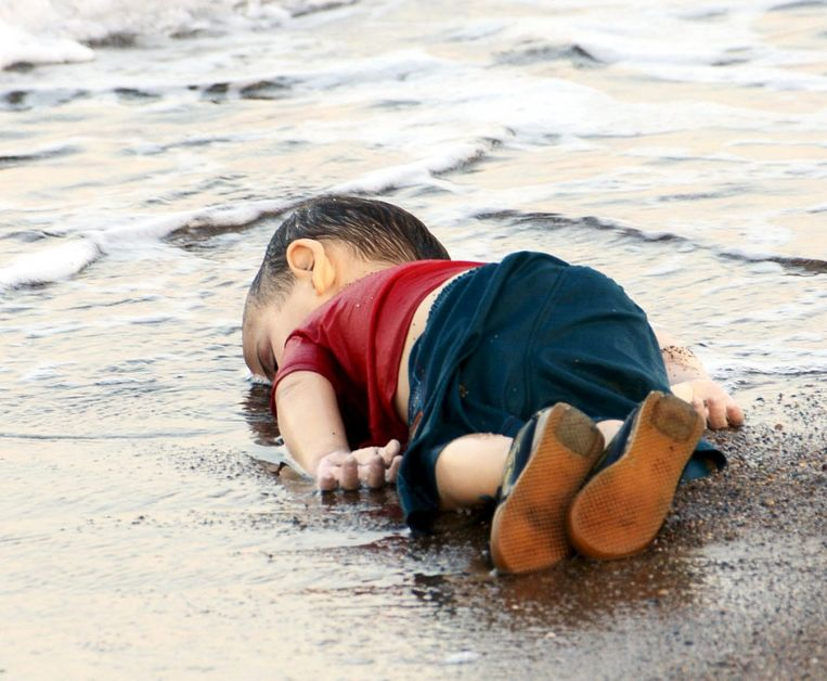 De 3-jarige Syrische drenkeling Alan Kurdi, 2015. Beeld Reuters