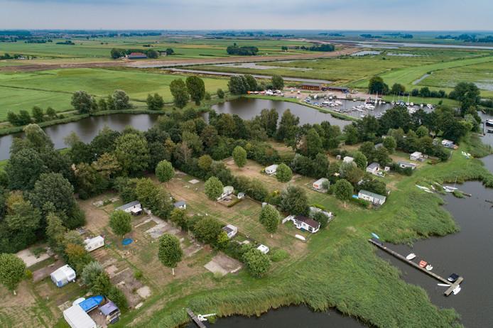 Vandaag wordt het bezwaar tegen de bouw van honderden recreatiewoningen op de voormalige camping Roggebotsluis behandeld.