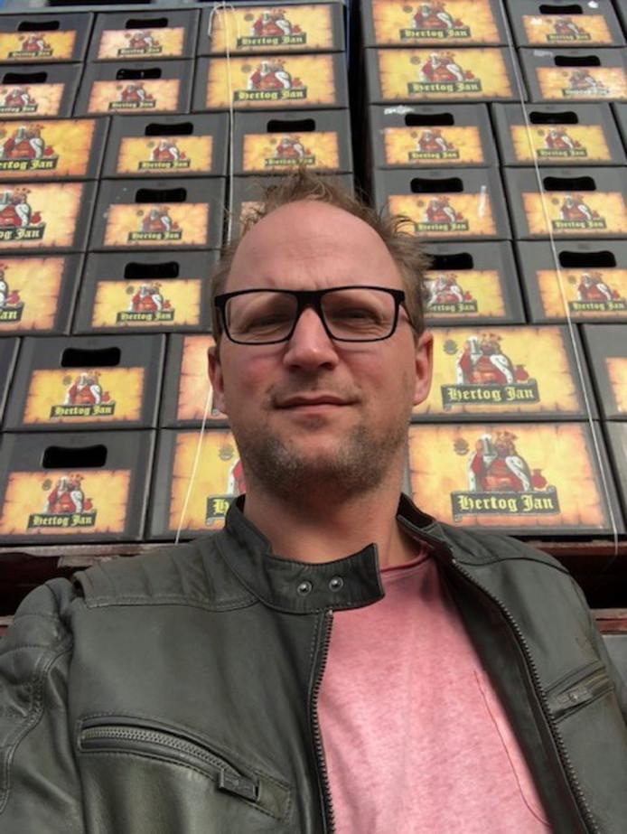 Bas Verwater, eigenaar van café Merz, is trots dat hij Spijkenisse op horecagebied op de kaart zet.