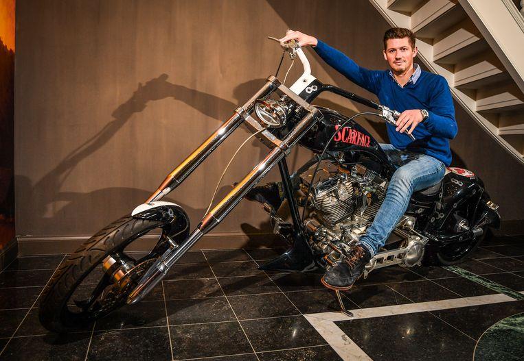 In de majestueuze hal van Laeremans' villa staat een Harley Davidson in 'Scarface'-thema te blinken. Puur als decoratie - hij heeft er nog geen meter mee gereden.