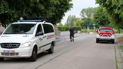 Tankwagen met mazout rijdt tegen betonblok en verliest lading