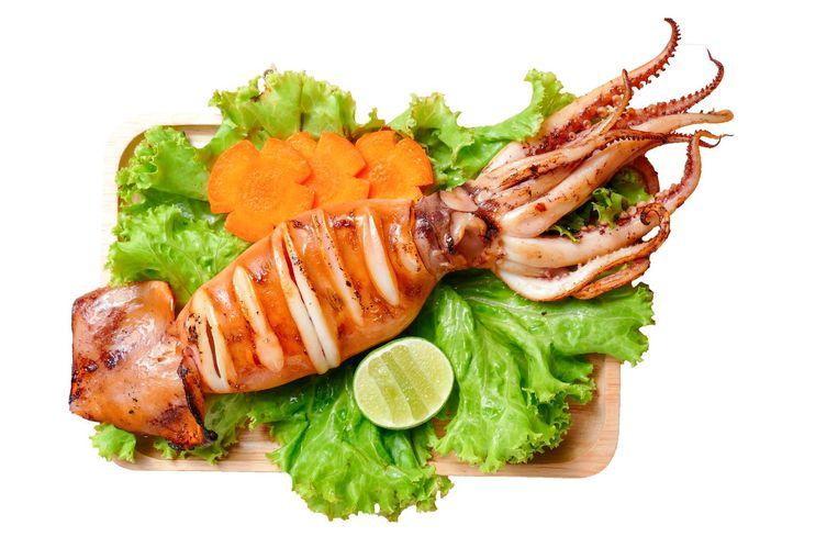 Inktvis, vooral pijlinktvis, is erg lekker op de barbecue Beeld -