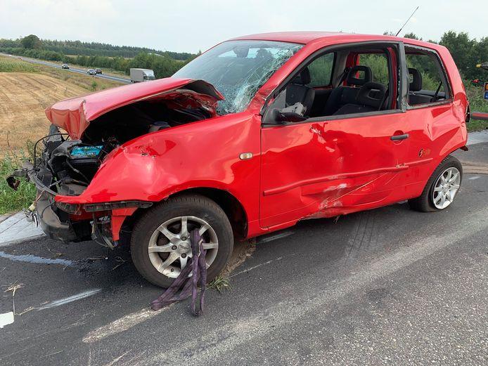 De bestuurder van deze auto moest mee naar het ziekenhuis.