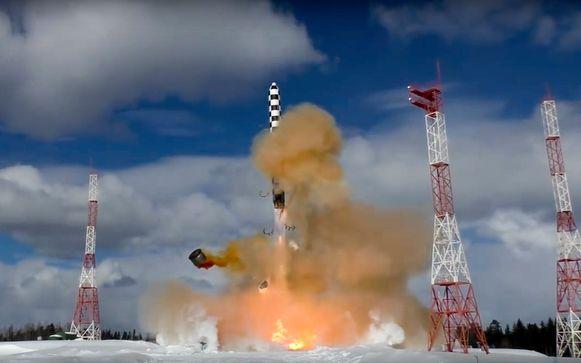 De lancering van een intercontinentale ballistische raket in Rusland op 30 maart 2018.
