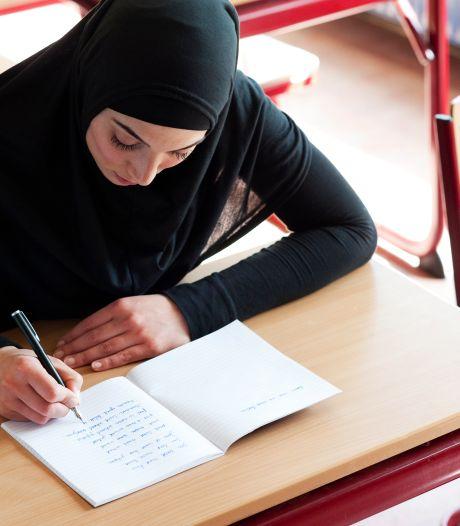 Den Haag verdeeld over 'softere' inburgering: 'Je vraagt een kind ook niet of het naar school wil'