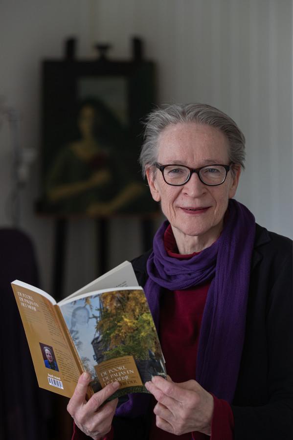 Bep Schilder durft het boek Knielen op een bed violen niet te lezen. Als autist heeft ze extra veel last van teksten over hel en verdoemenis.