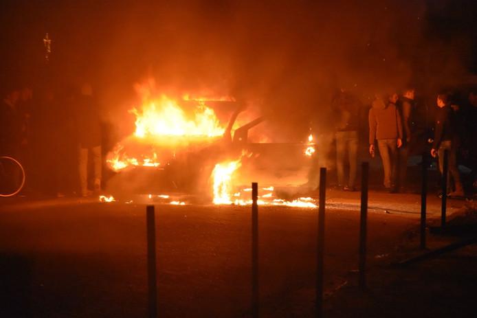 Eerst ging een auto in rook op aan de Mussentiend en later op de Witboomstraat.