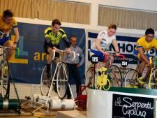 'Even de longen uit je lijf trappen' met fietsen op rollen in Koewacht