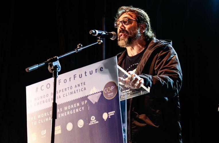 Javier Bardem houdt een toespraak op de klimaattop van Madrid.  Beeld Getty Images