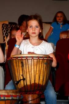 Basisschoolkinderen uit Brummen, Lochem, Voorst en Zutphen krijgen weer wekelijks muziekles